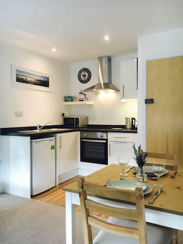 Apt 5 is a modern 1 bed flat 1 mile from the beach
