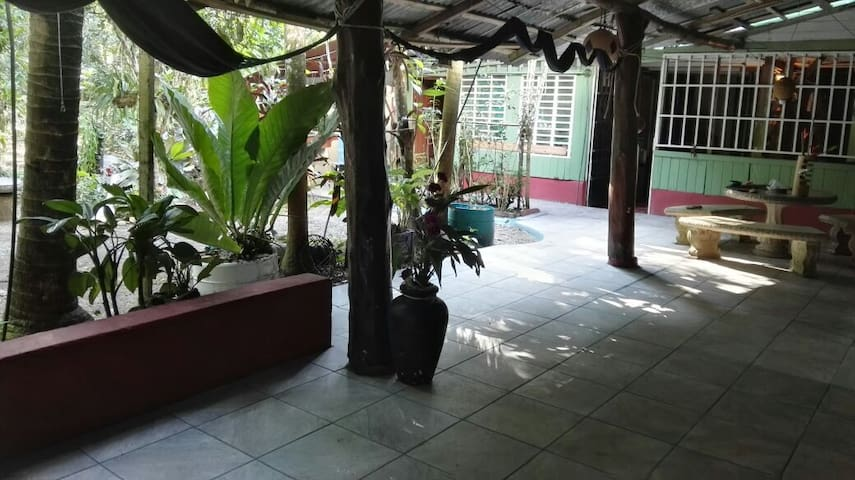 BambuBeachHostel Private room (Cap. 2)
