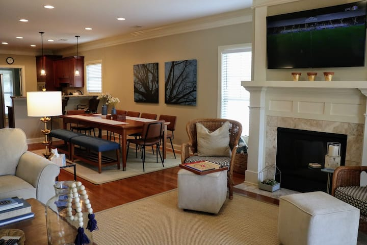 New! Family fun in our stunning lakefront vacation home with pool access (seasonal)