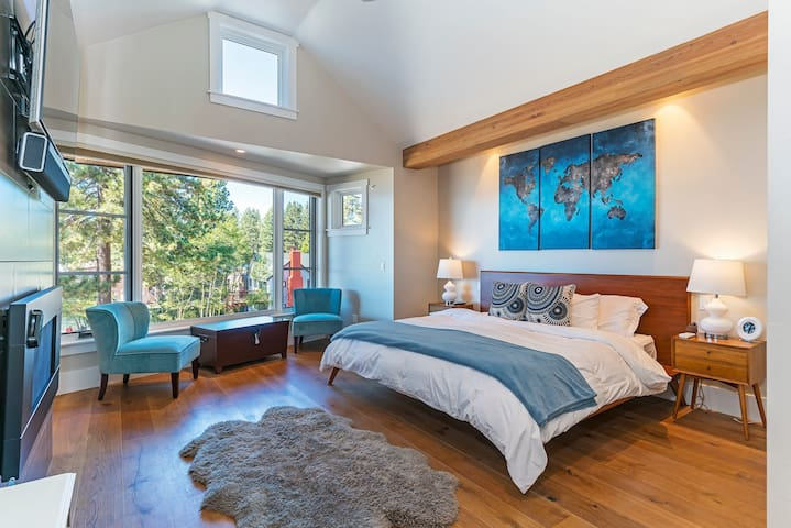 Master bedroom-upstairs Furnished with king size comforts