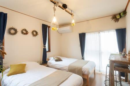Tipy records inn 駅から3分 箱根、小田原の観光の拠点に最適 ナチュラルな広々個室