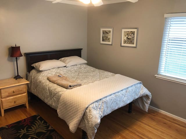 TWO Private Bedrooms and Bath- 1 Blk from DOWNTOWN