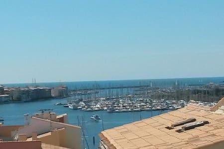 Appartement avec superbe vue mer et port