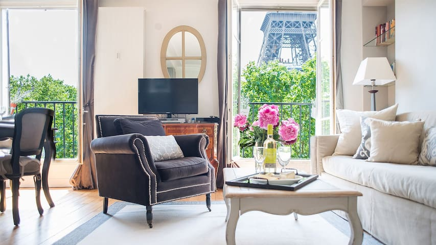 SALE! AMAZING EIFFEL TOWER VIEWS-Elegant-Roomy