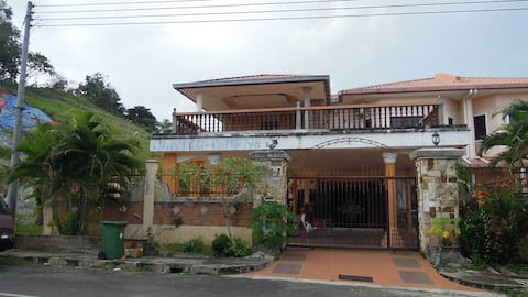 Great place to stay for tours to Danum Valley.