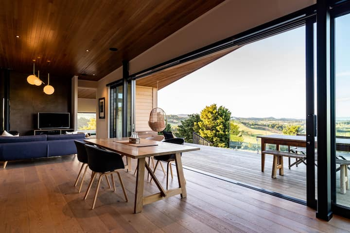 Stylishly elevated above Mangawhai