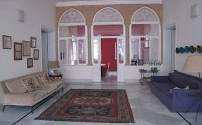 Room in shared 1920's apartment - Beirut - Apartamento