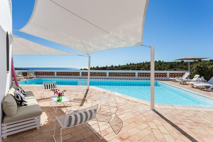 Boutique villa with ocean view, pool & sauna