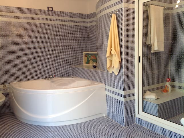 Master bathroom bathroom picture 1