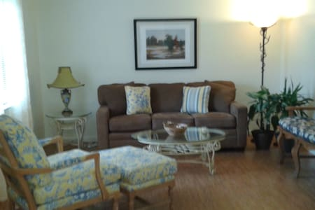 Comfortable, pretty Condo & close to EVERYTHING - West Melbourne - Appartement