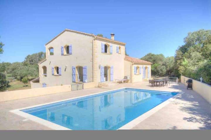 Villa pour 8 personnes avec piscine