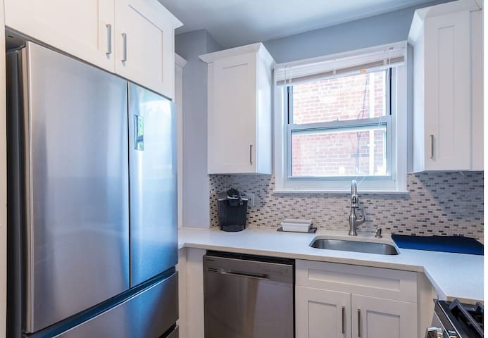 1 Bedroom 10 mins from Subway