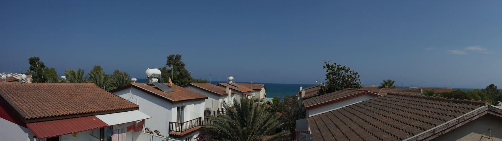 Супер апартаменты 70кв м, 3 комнаты, в 50м от моря - Meneou - Leilighet