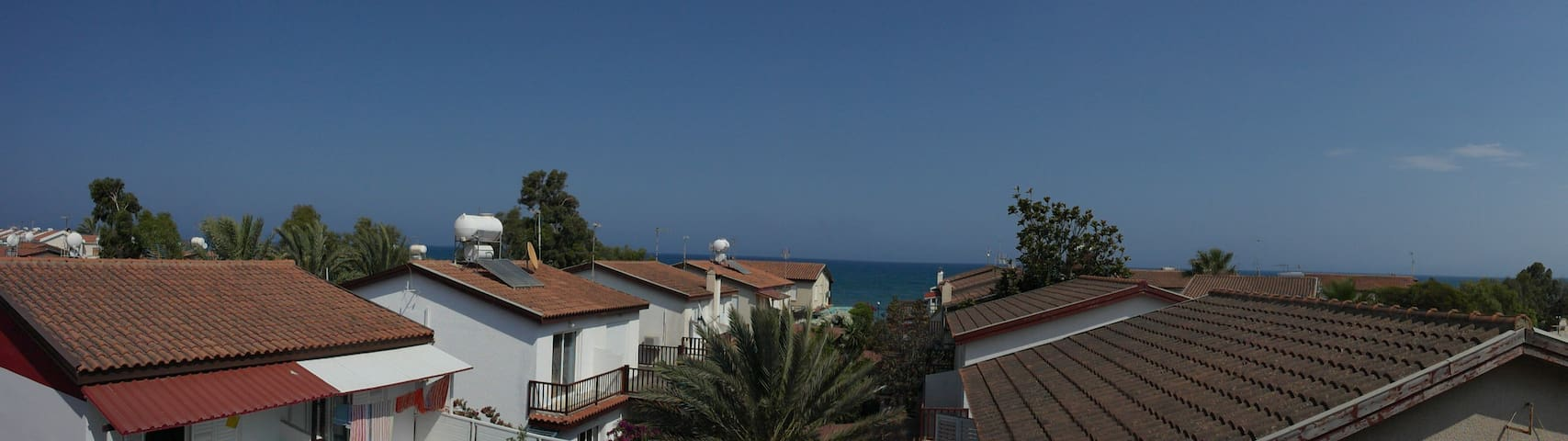 Супер апартаменты 70кв м, 3 комнаты, в 50м от моря - Meneou - Appartamento