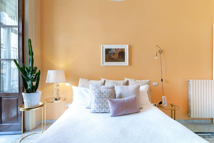 - The charming bedroom * Chez Mamie 1* manged by #starhost - L'incantevole camera da letto *Chez Mamie 1* managed by #starhost #uniquehomesperfectstay #starhoststay