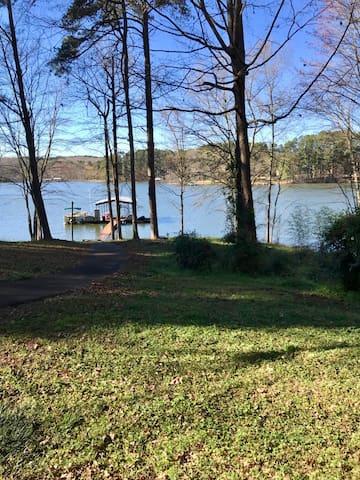 Lake Hartwell Getaway Near Clemson!