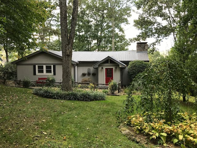 Pet-Friendly, Lakeview Mountain Home, Cashiers NC