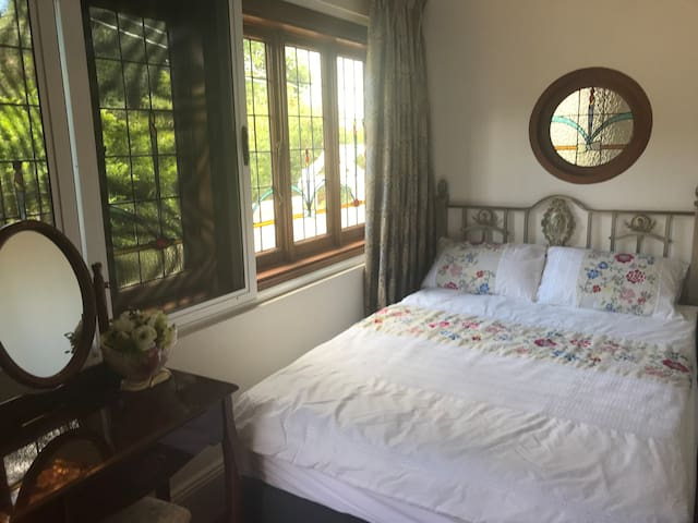 Ensuite with own entry Close to Airport-Sydney CBD