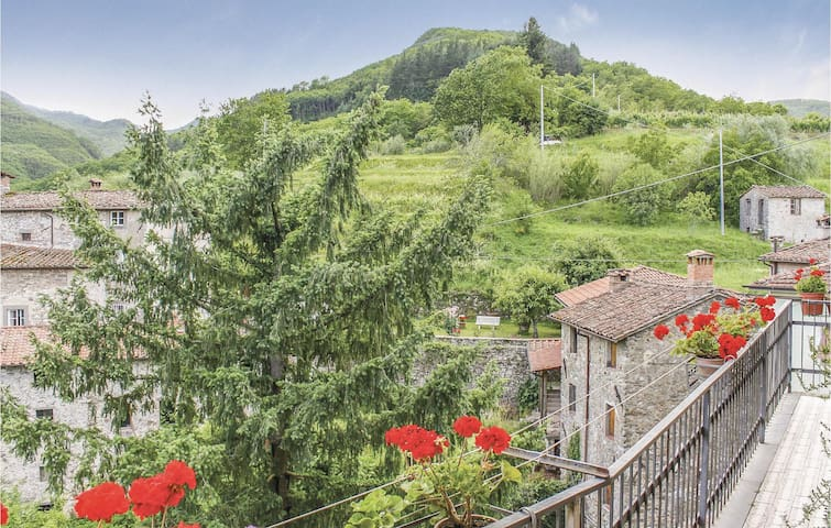 Holiday apartment with 1 bedroom on 35m² in Gioviano -LU-