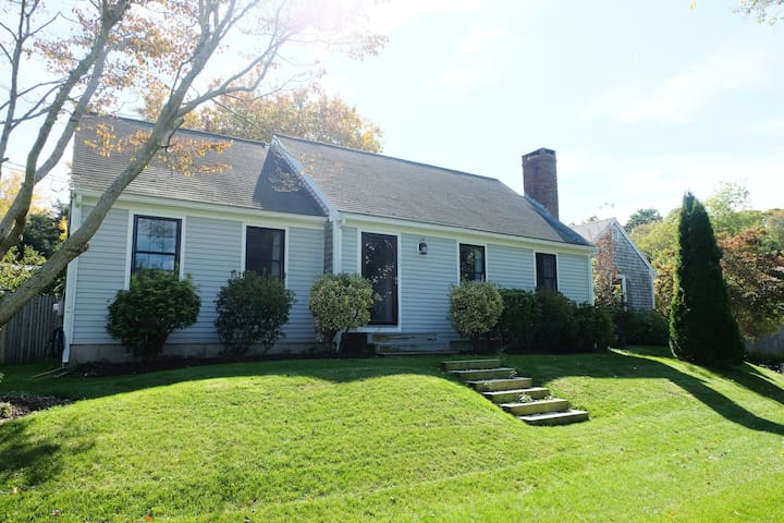 ** Beautiful East Dennis Home - Historic Rte 6A **