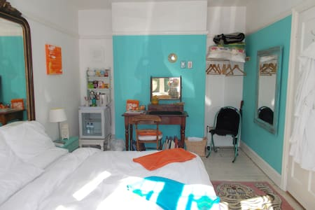 BRIGHT DOUBLE BEDROOM - Stratford-upon-Avon