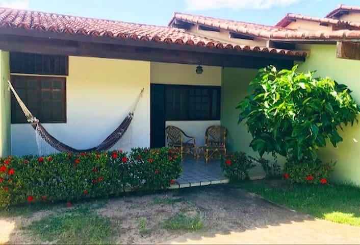 Casa em condomínio privado com piscina!
