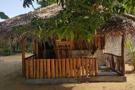 Greate value Eco cabana lagoon view - Blockhütte