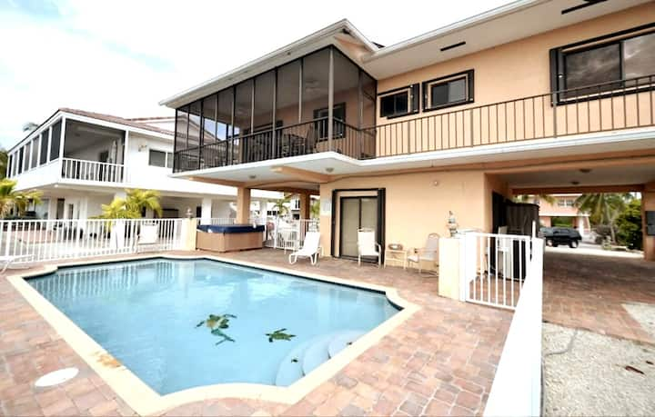 The PERFECT GETAWAY with Pool, Jacuzzi & Boatslip