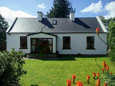 Wild West Cottage in Burren Lowlands