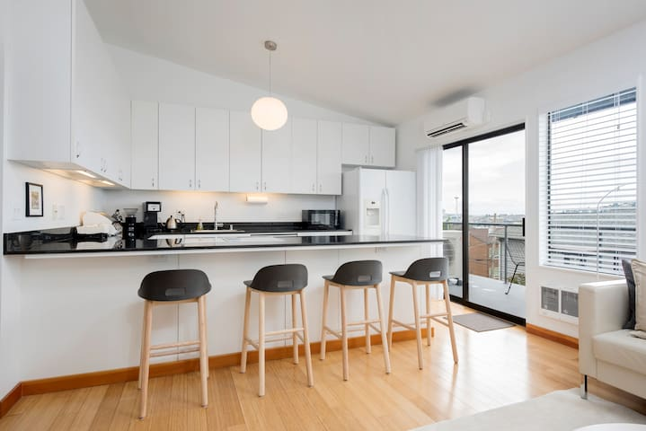 Modern 2BR Loft with Lake and Space Needle Views - Seattle - Apartamento
