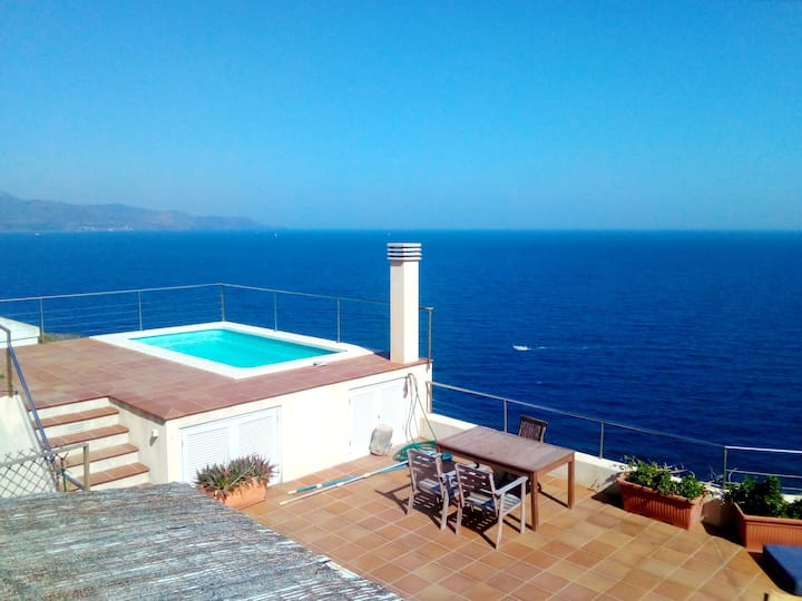 Apartment with one bedroom in El Port de la Selva, with wonderful sea view, shared pool, furnished garden - 200 m from the beach
