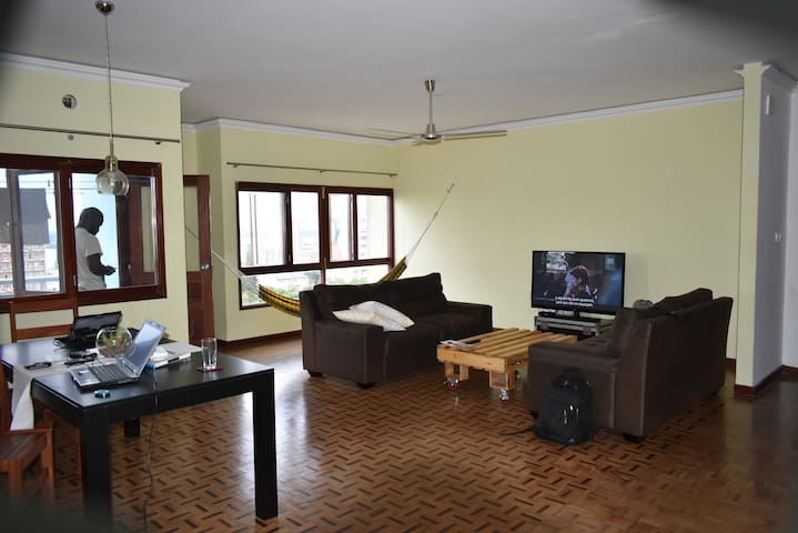 Your Stylish Open Space Apartment Up in the Centre - Maputo - Apartment