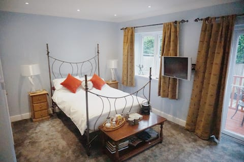 Beautiful large room with en-suite