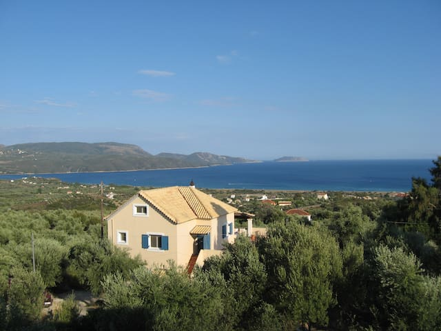 Villa Olivia-apartment with stunning views! - Foinikounta - Apartment