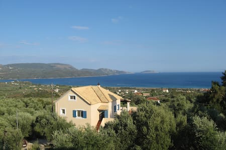 Apt. Daphne: spectacular views on the Ionian sea! - Foinikounta - Apartamento