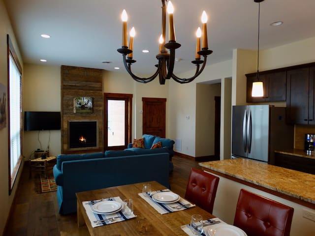 Wonderland Eco Lodge Condo 1 Block to Yellowstone