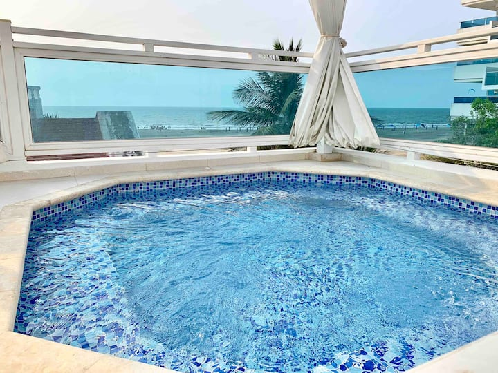 4 Plex Beach Villa,  Jacuzzi, 5 Min to Old Town