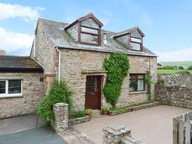 MEWS COTTAGE, with open fire in Pooley Bridge, Ref 25680
