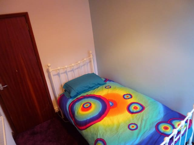Single room available in Colourful maisonette.