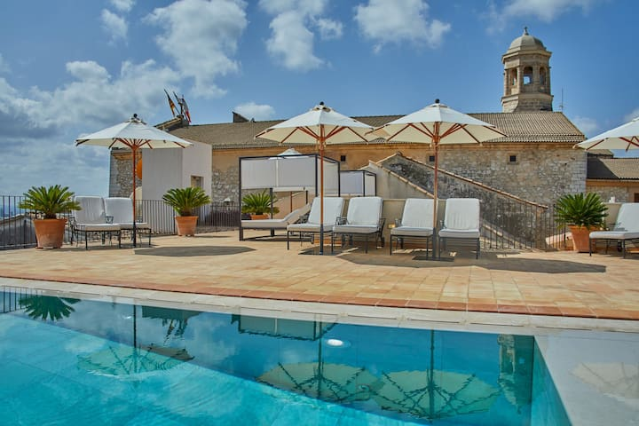 Adults Only - Design room with jacuzzi & shared pool in a small boutique hotel