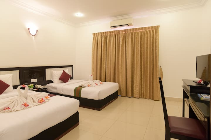 Twin Room Free Pickup And Breakfast By PO