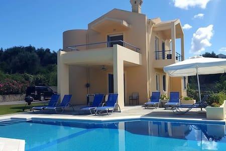Villa Acacia ~ Gouvia, Corfu - Gouvia - บ้าน