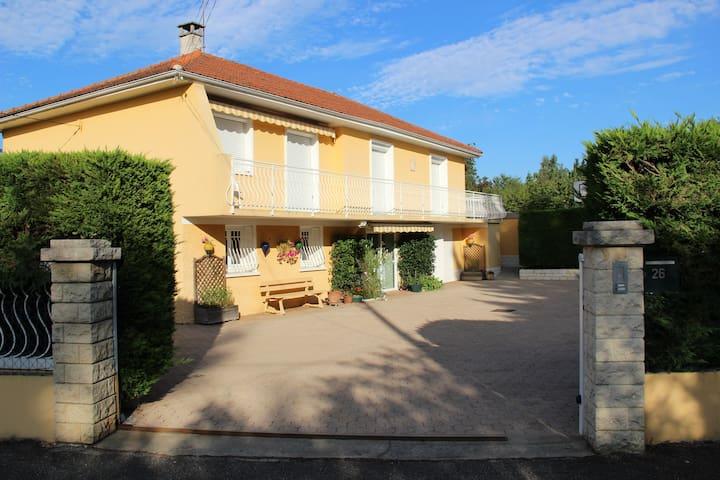 Appart au RDC 56 m² dans une villa situé sud ouest - Rillieux-la-Pape - Casa de campo