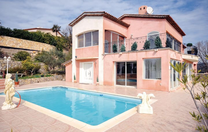 Beautiful home in Les Adrets with WiFi and 5 Bedrooms