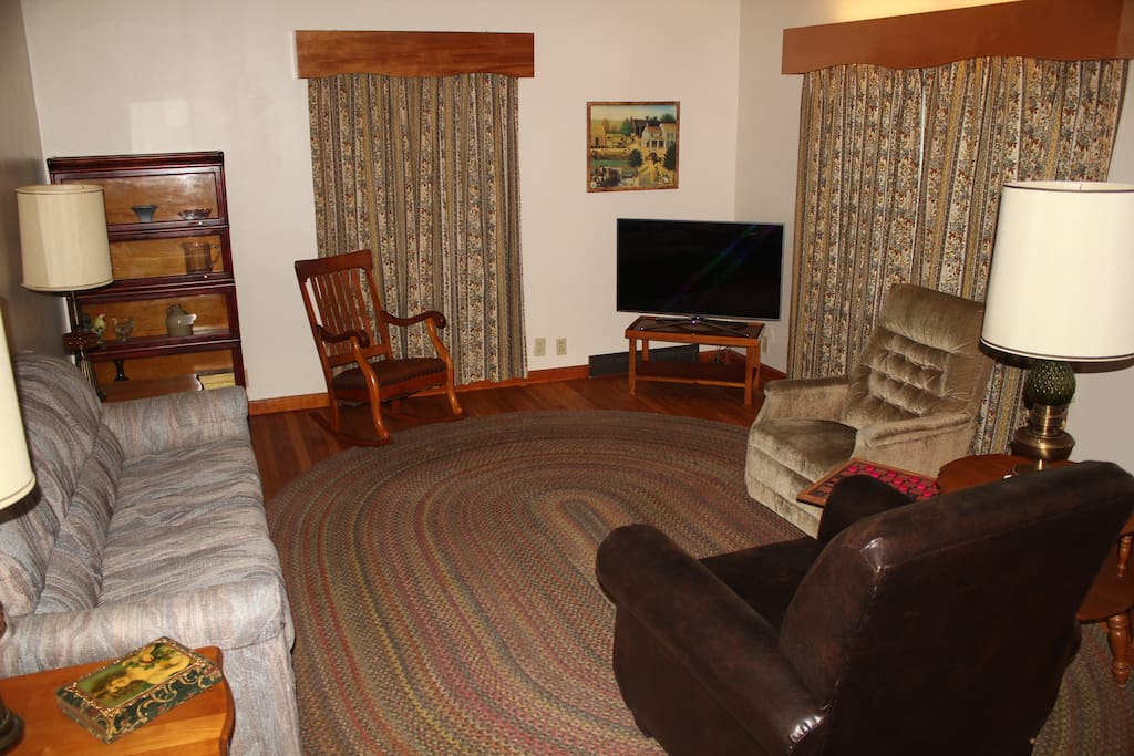 Living Room with Digital TV and WiFi