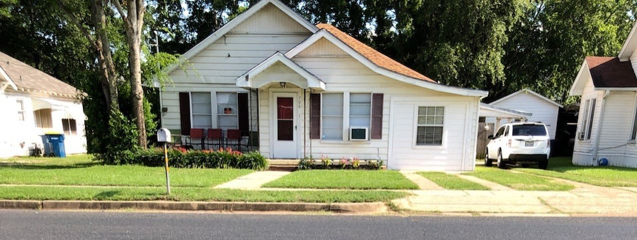 Spacious home near Kilgore College sleeps 7