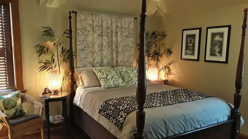 4 poster bed with touches of the tropics!