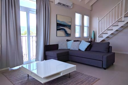 The Loft at Ei8ht (Golden triangle, Kingston) - Kingston - Apartemen