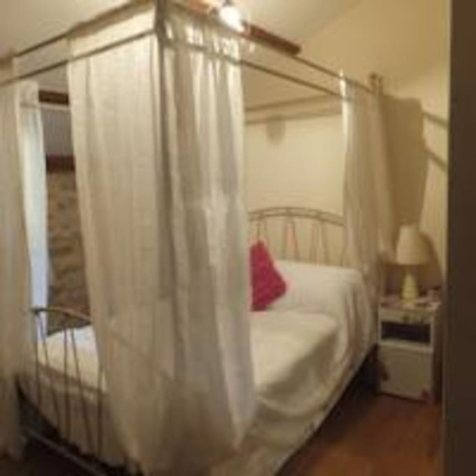 Four-poster bedroom