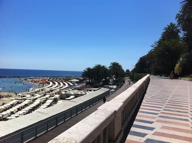 Lovely studio flat sea-view in Corso Imperatrice